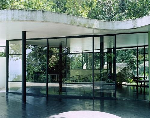 オスカー・ニーマイヤー《カノアスの邸宅》Photo: Takashi Homma 2002年