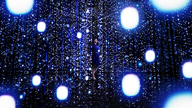 TeamLab Exhibition, Walk Through the Crystal Universe