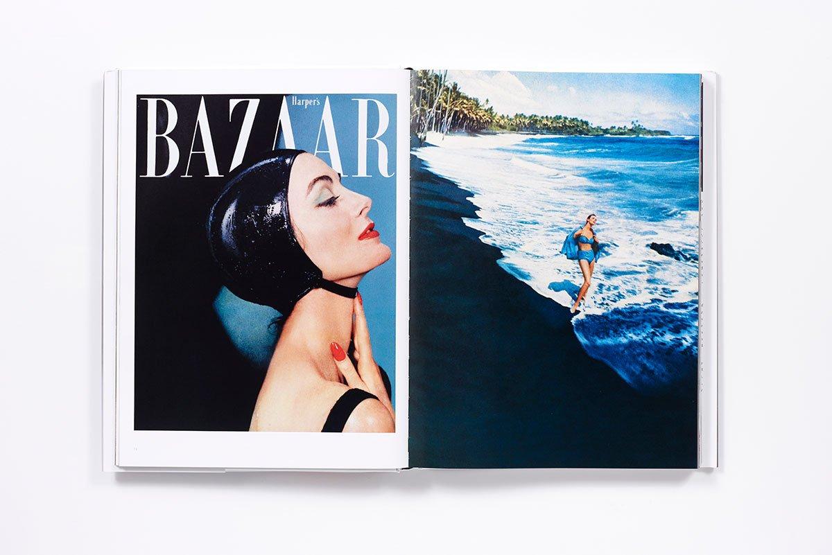 世界最高齢のファッションモデルとして知られる Carmen Dell'Orefice (カルメン・デロリフィチェ)。フォトグラファーは Gleb Derujinsky (グレブ・デルジンスキー)。『Harper's Bazaar』1959年刊行号より。| Image via Amazon