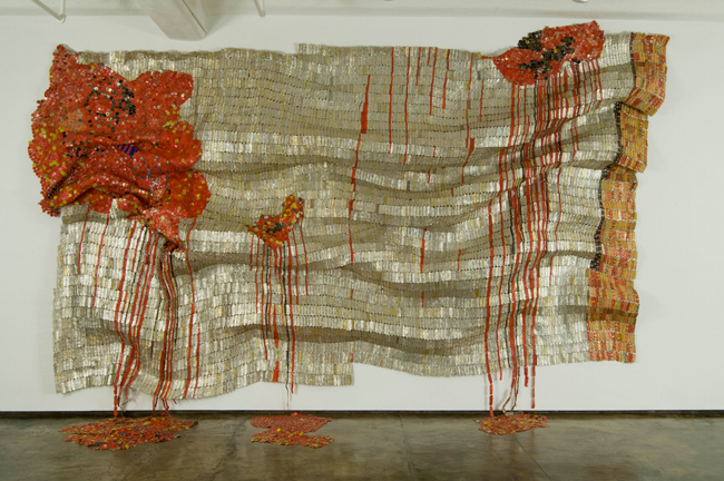 《Bleeding Takari II》 2007 Collection of The Museum of Modern Art (MoMA)参考図版 ©El Anatsui