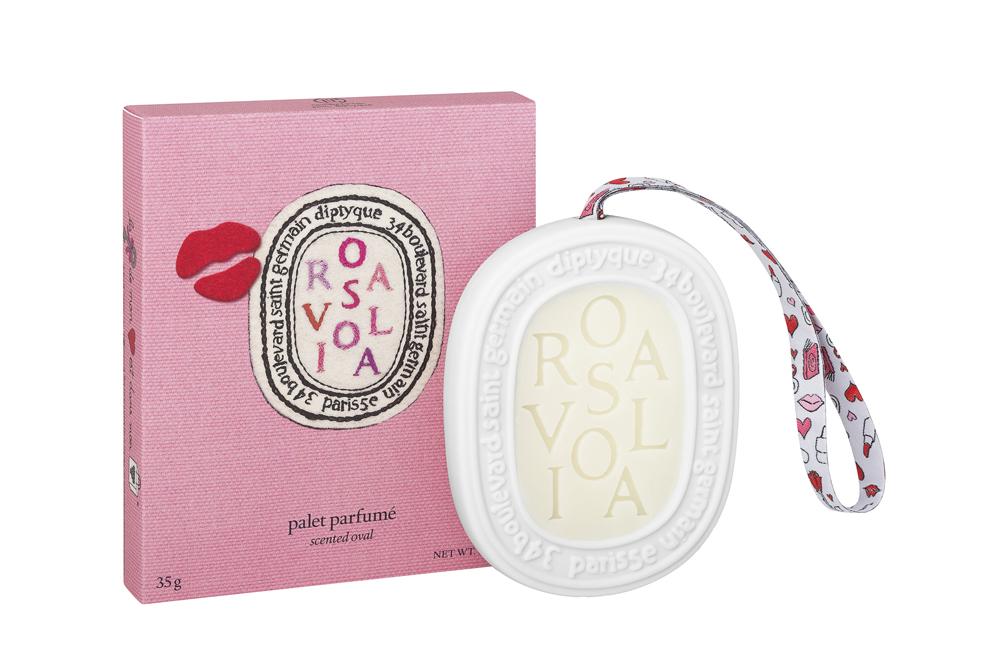 diptyque × Olympia Le-Tan「Rosaviola (ロサヴィオラ)」限定コレクション 香りのオーバル ¥ 5,700 ※2016年1月発売予定