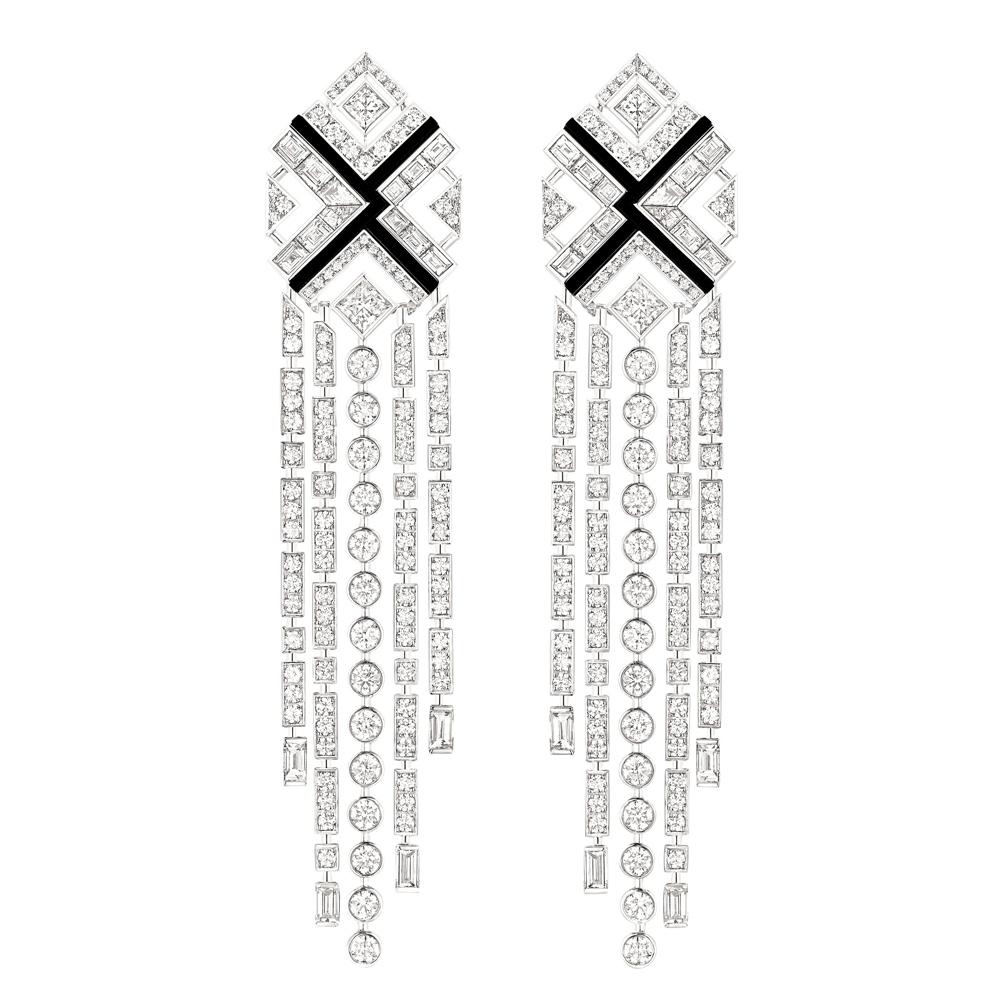 「Charleston (チャールストン)」イヤリング (WG、ダイヤモンド 計 16.27 ct× オニキス) ¥ 25,164,000 (税込参考価格)