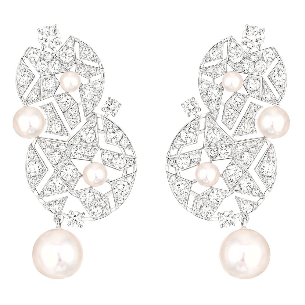 「Muse de Chanel (ミューズ ドゥ シャネル)」イヤリング (WG、ダイヤモンド 3.75ct、パール) ¥ 5,589,000 (税込参考価格)