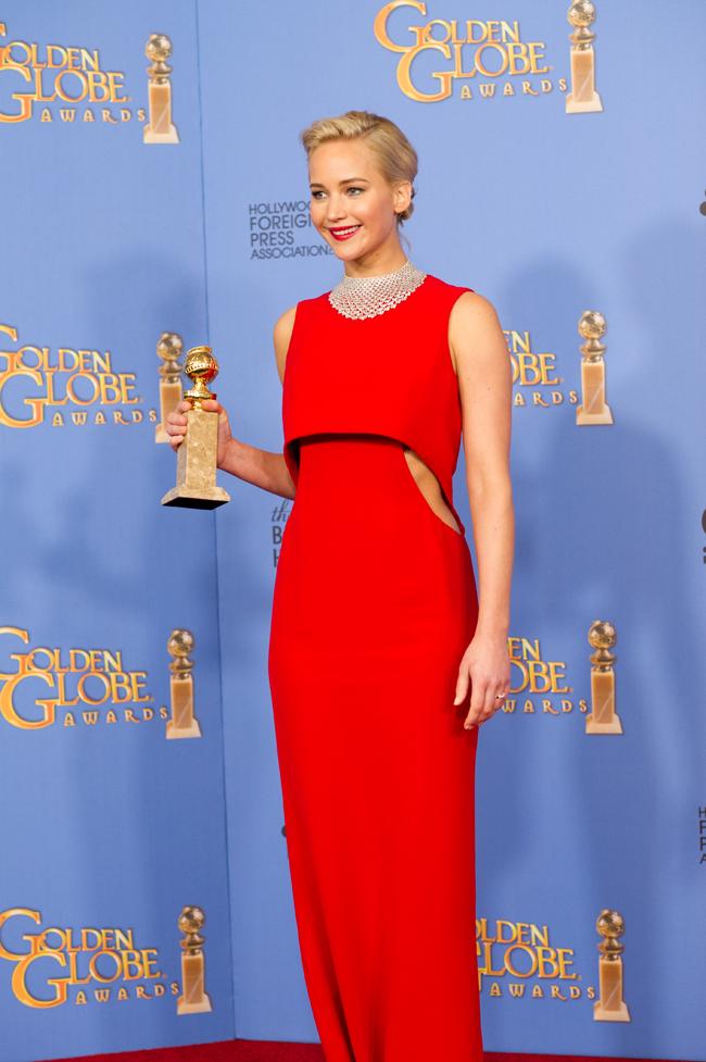 主演の名に相応しい Dior (ディオール) オートクチュールの真紅のガウンに身を包んだ Jennifer Lawrence (ジェニファー・ローレンス)| © HFPA