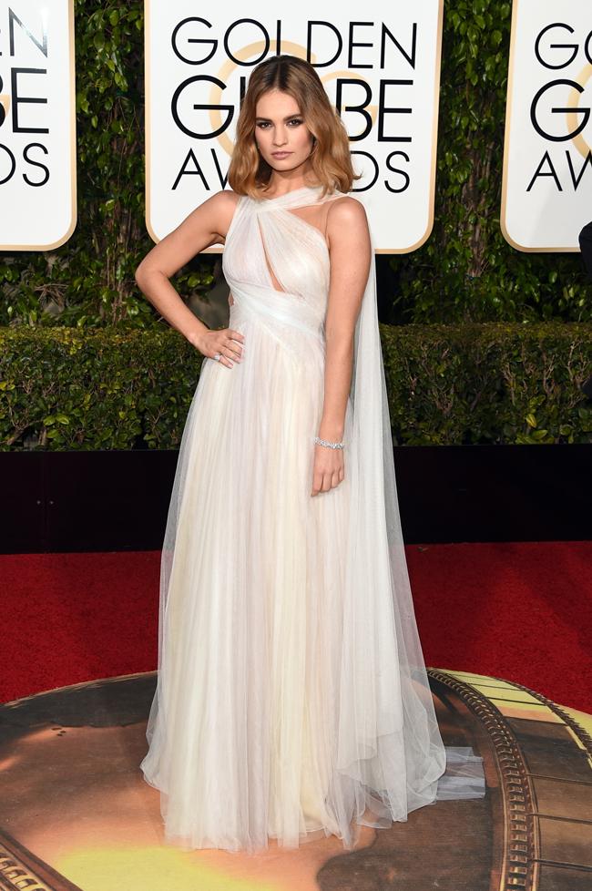 若手女優 Lily James (リリー・ジェームズ) は、幾多にも重ねられたチュールが可憐なドレスに Harry Winston (ハリー・ウィンストン) のジュエリーを着用 | © GettyImages