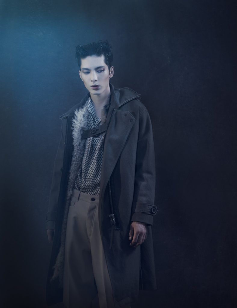 <The Look includes> アウター ¥ 1,821,000、シャツ ¥108,000、パンツ ¥108,000 以上全て Lanvin