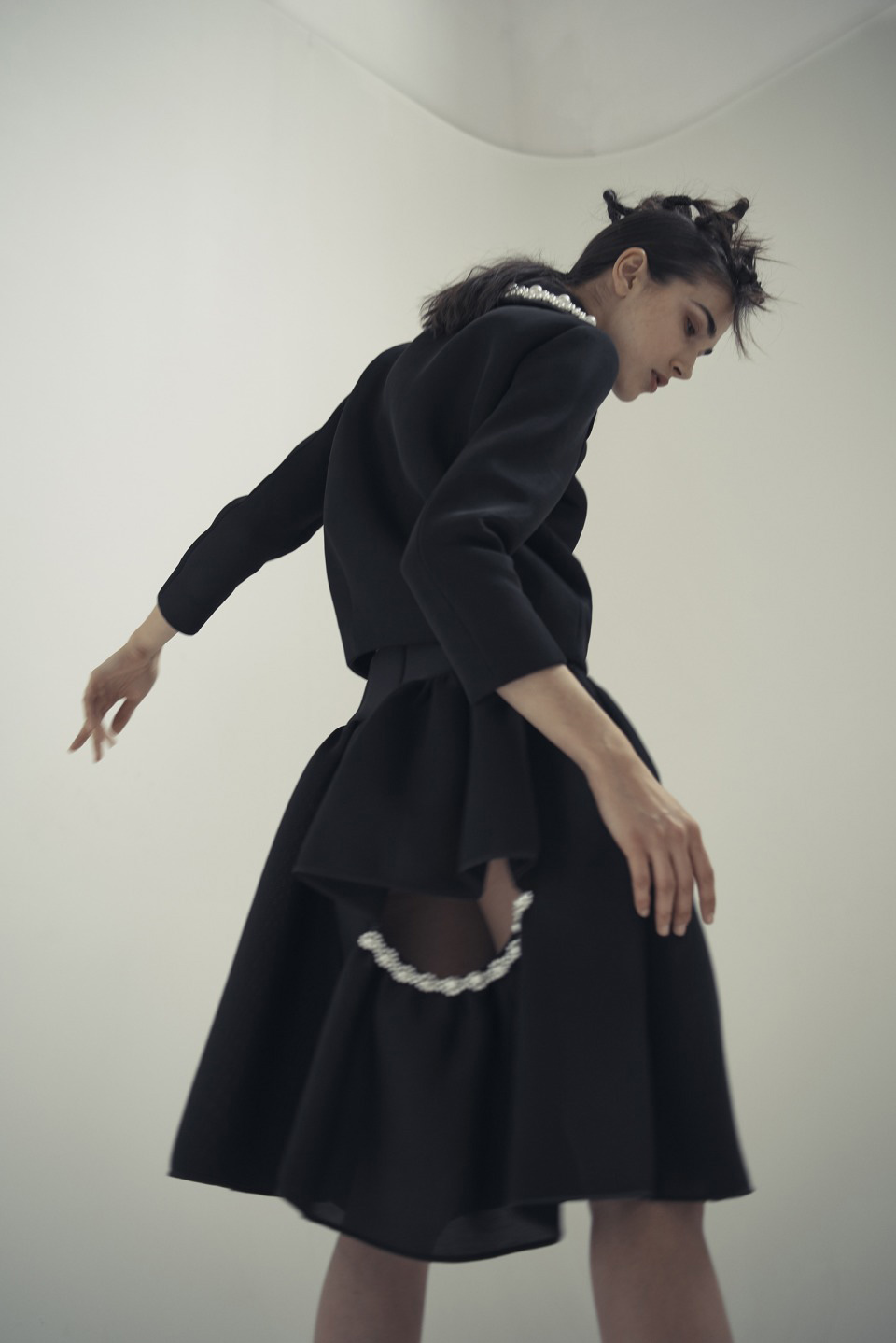 Rob Rusling (ボブ・ラスリング) 撮影、モデル Ana Buljevic (アナ・バルジェヴィック) | Image via showstudio.com