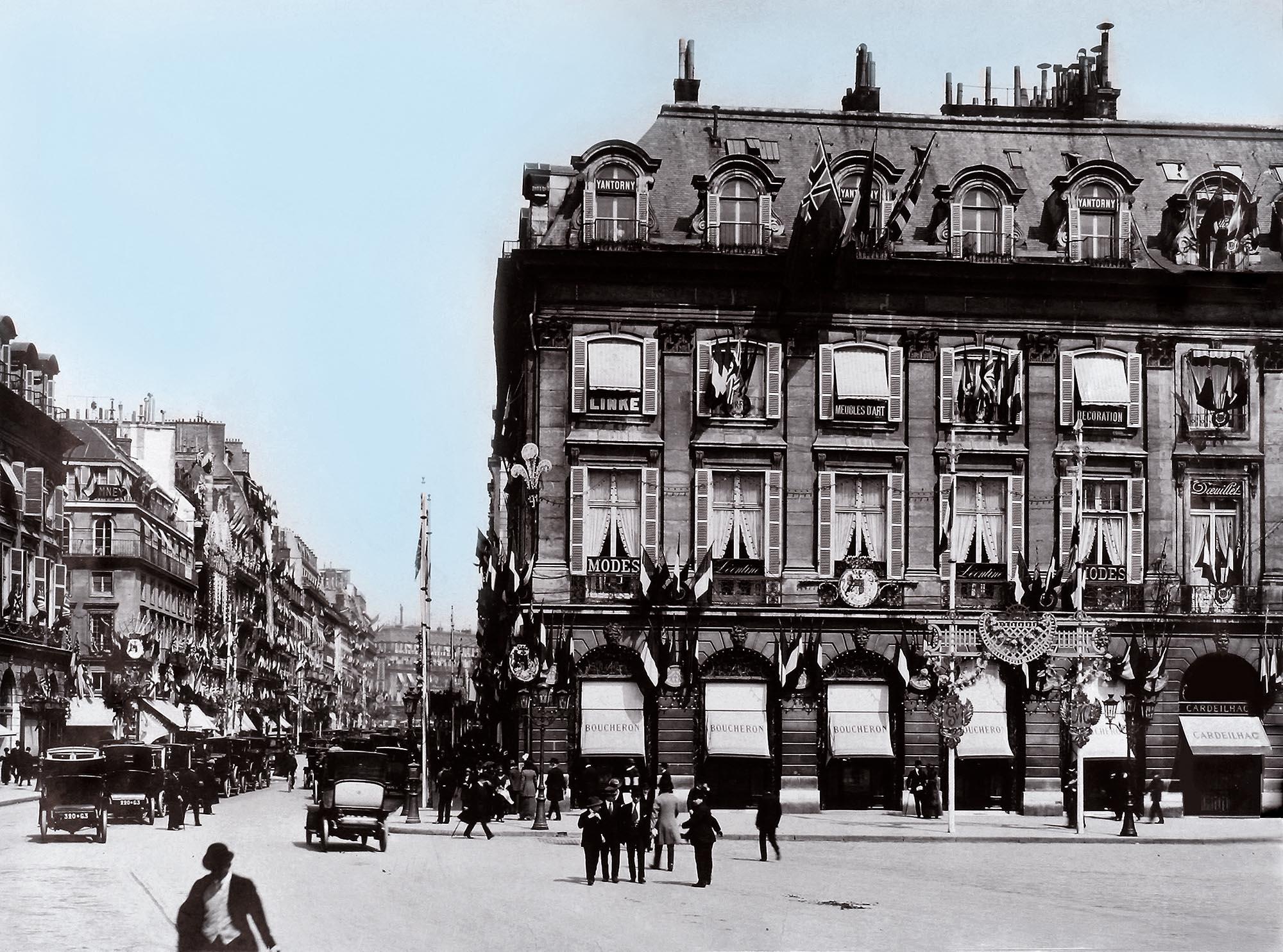 ヴァンドーム広場26番地、1893年当時の様子   © Kering