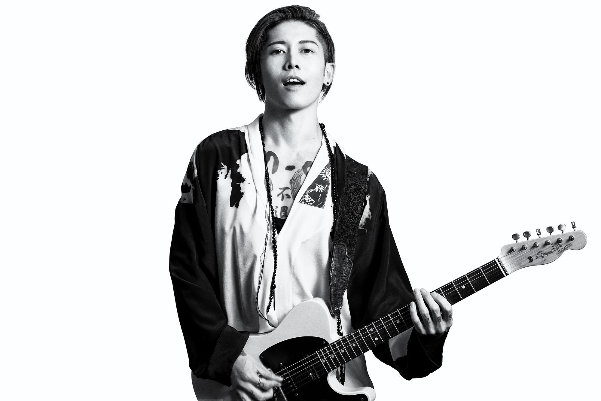 Photographer UTSUMI、Stylist Masaki Kataoka at Avgvst/(着用衣装) シャツ ¥ 168,000、タンクトップ ¥ 36,000、トラウザーズ ¥ 111,000、ネックレス ¥ 27,000 以上全て Haider Ackermann/三喜商事 03-3238-1398