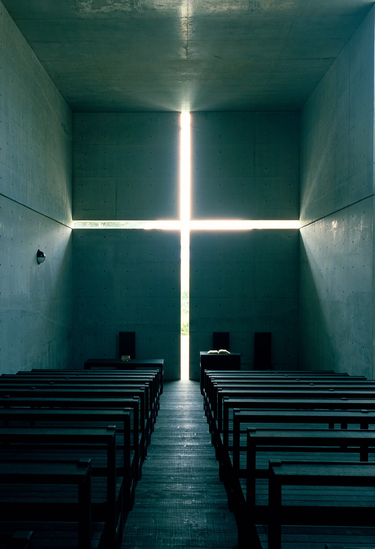 光の教会 (1989) 大阪府茨木市 撮影: 松岡満男 / Church of the Light (1989) Ibaraki, Osaka Photo: Mitsuo Matsuoka