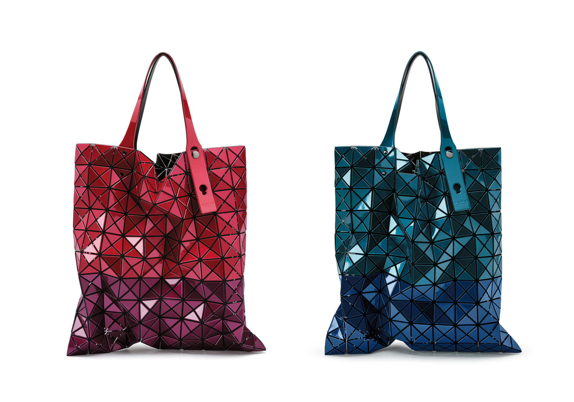 PRISM METALLIC Red × Bordeaux, Blue × Navy 各¥48,000 | ©︎ ISSEY MIYAKE INC.