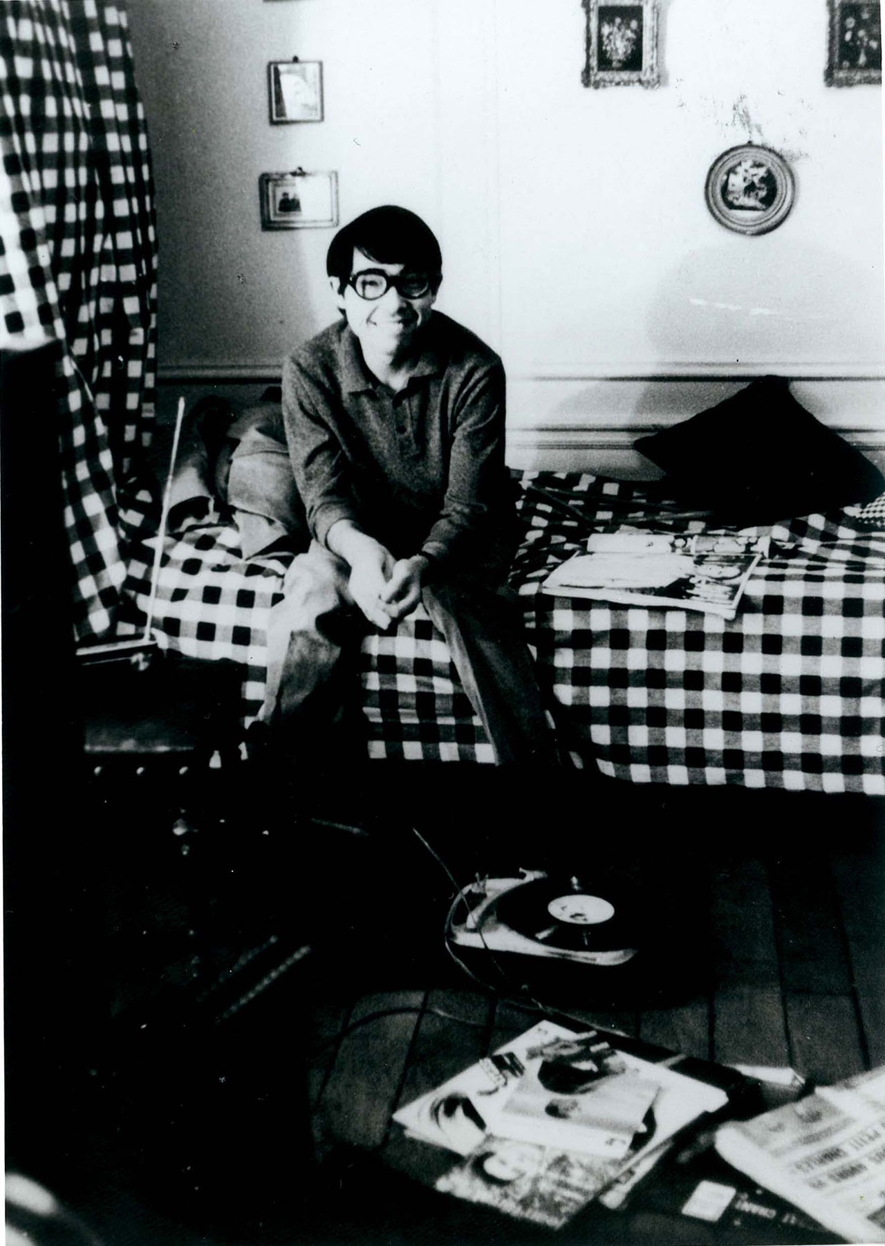 高田賢三 1960年代後半のパリの自宅にて