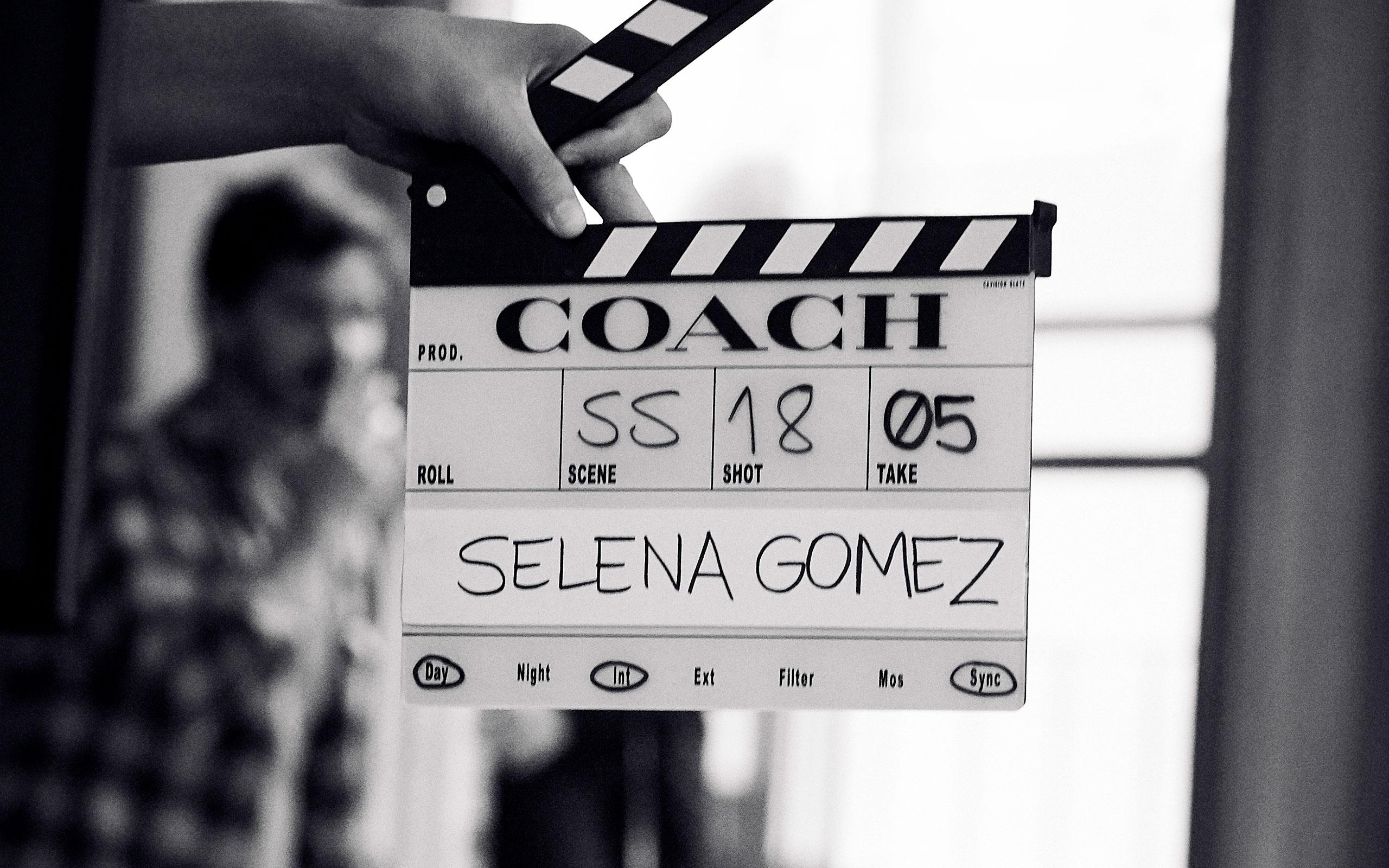 ©︎ Coach