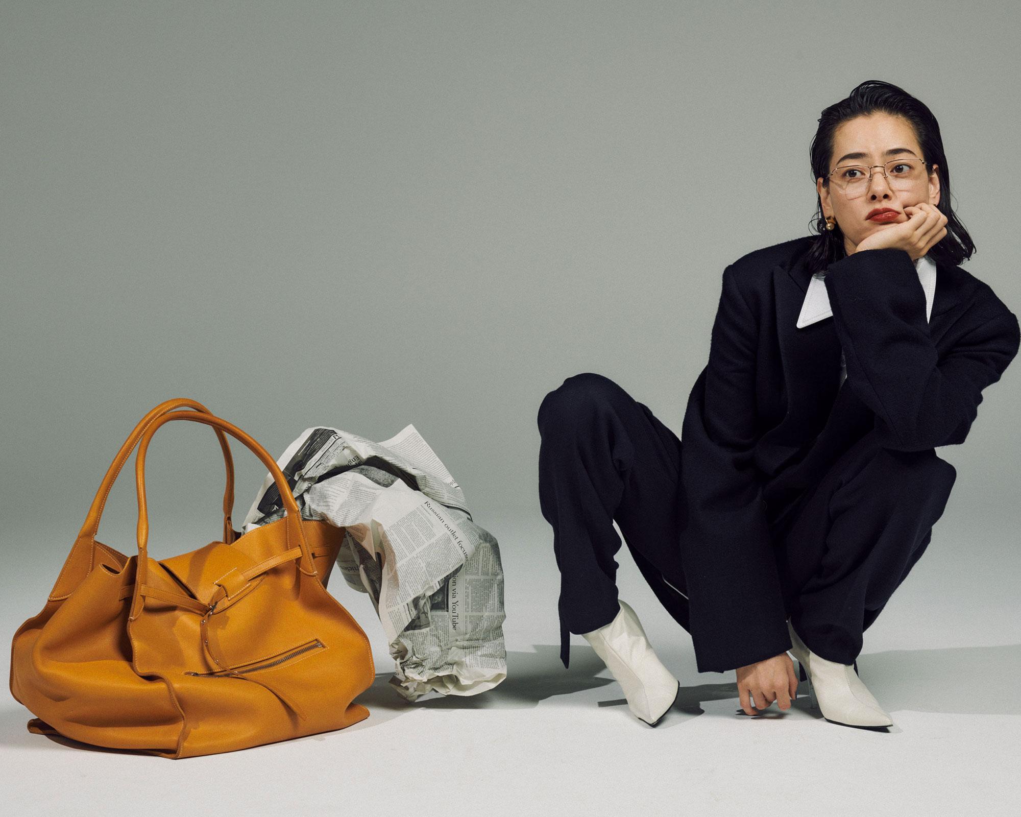 <Creative Staff> Photographer: Mitsuo Okamoto | Stylist: Megumi Yoshida | Hair&Makeup: Hiroko Ishikawa <The Look includes>ジャケット ¥305,000、レザーシャツ ¥345,000、パンツ ¥170,000、ブーツ ¥105,000、ピアス ¥65,000、バッグ ¥670,000、全てCéline(セリーヌ) メガネ ¥53,000 ブリンク外苑前