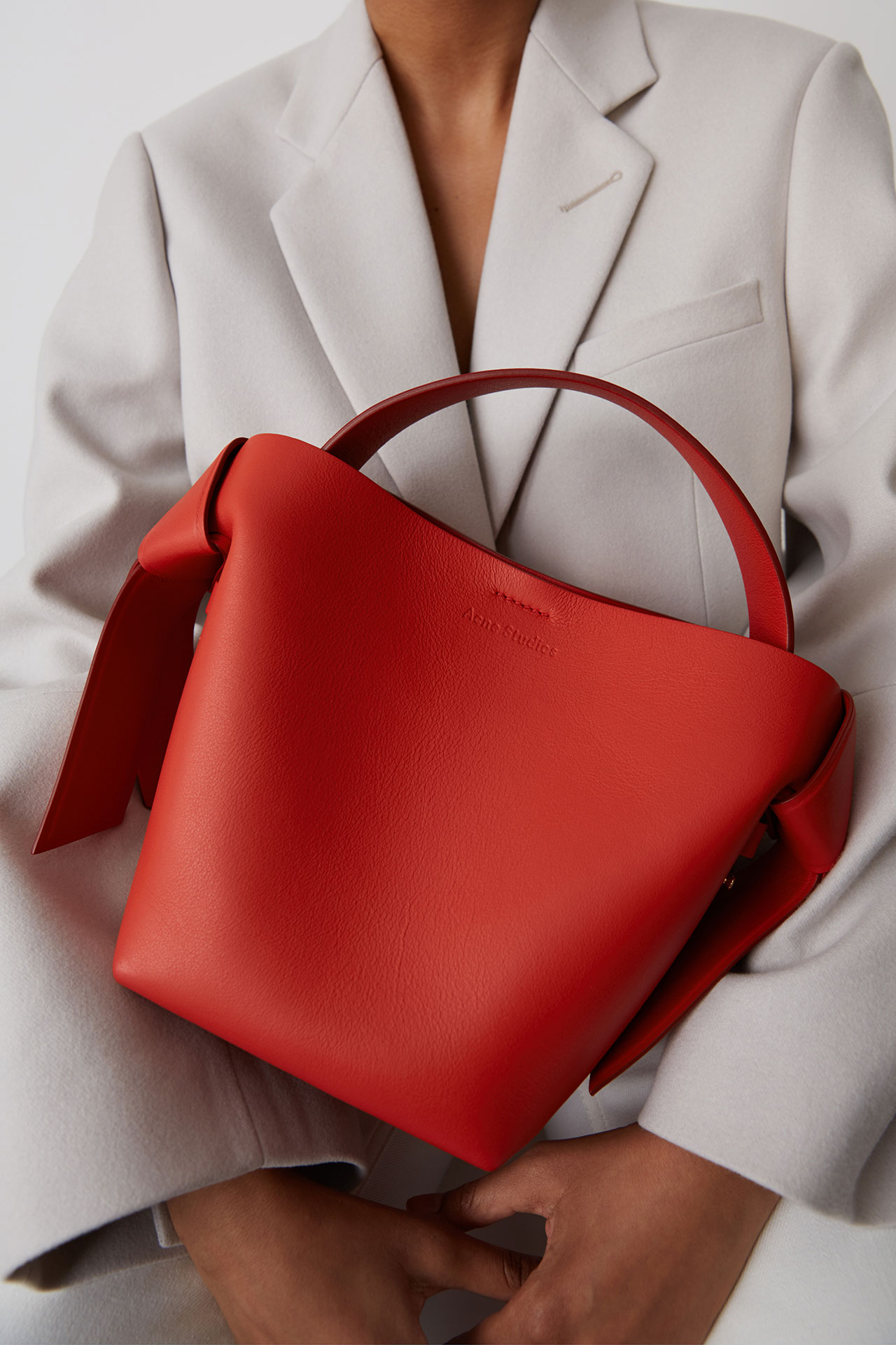 Musubi mini leather sharp red ¥117,000 | ©︎Acne Studios