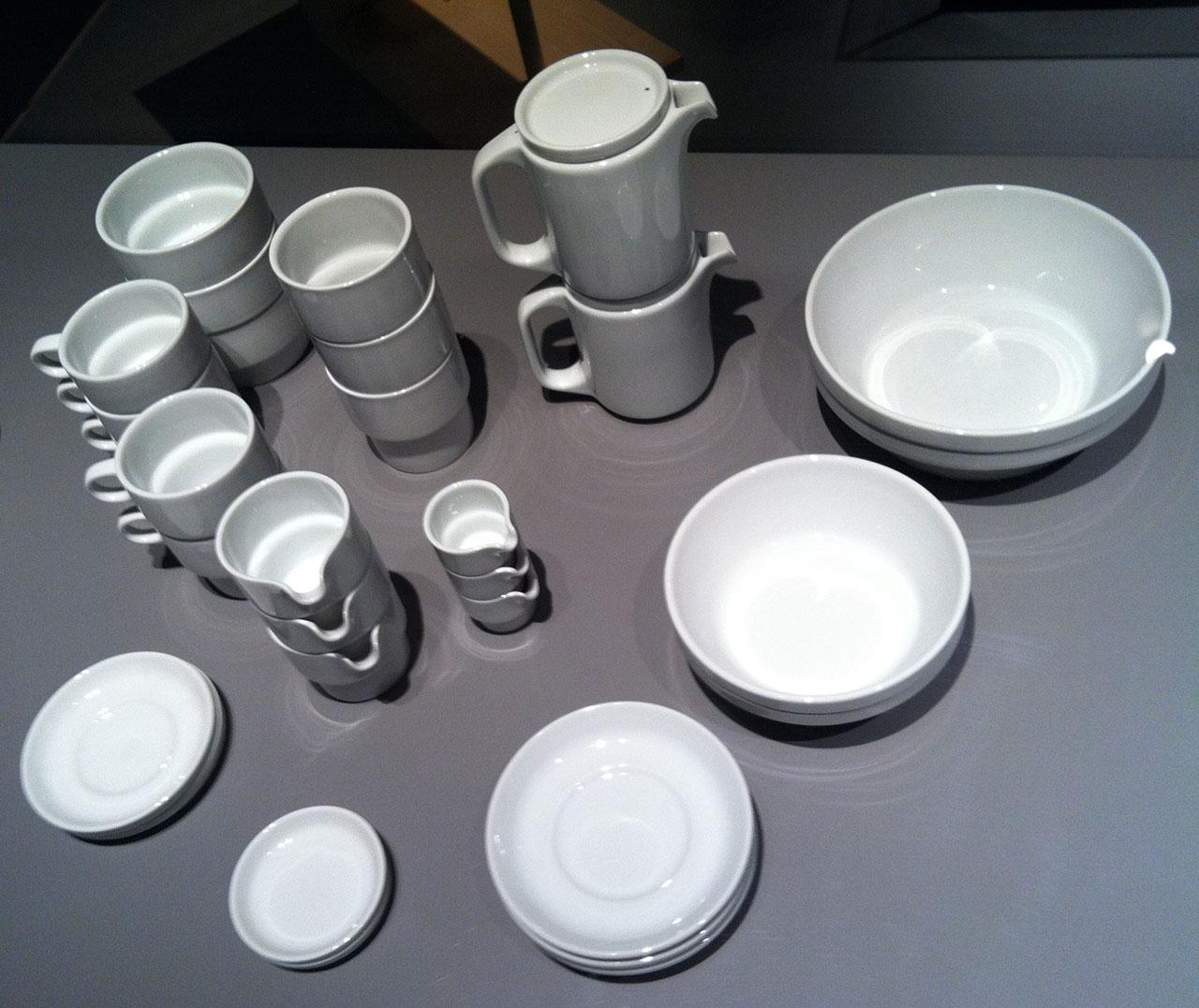 Hans Roericht (ハンス・ロエリヒト) が卒業制作で発表した食器「TC100 スタッキングサービス」