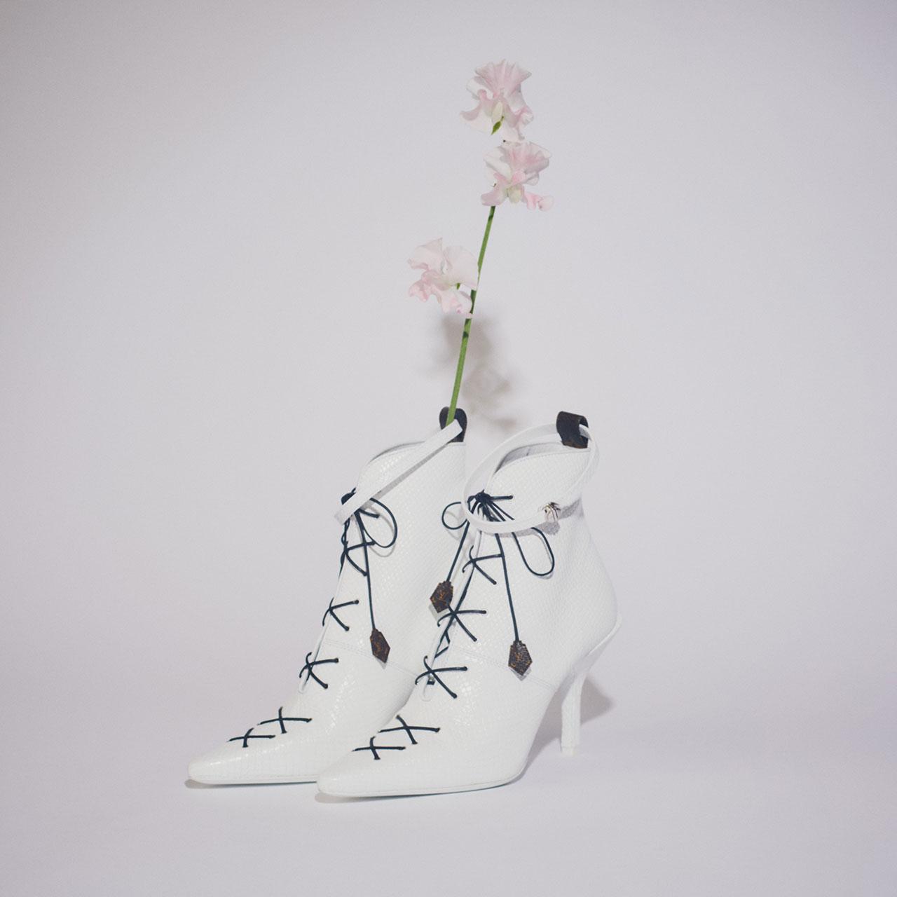¥238,000 [ヒール 9.5cm]、Louis Vuitton/ルイ・ヴィトン クライアントサービス 0120-00-1854