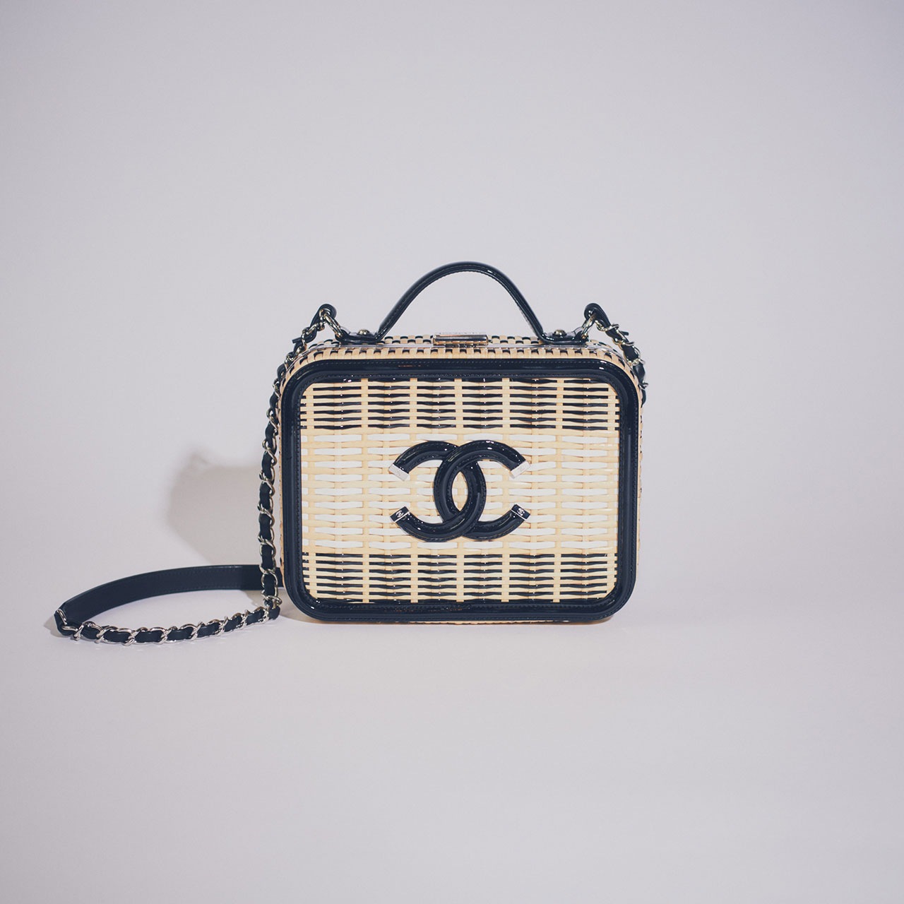 ¥996,000 [W21×H16×8cm]、Chanel/シャネル (カスタマーケア) 0120-525-519