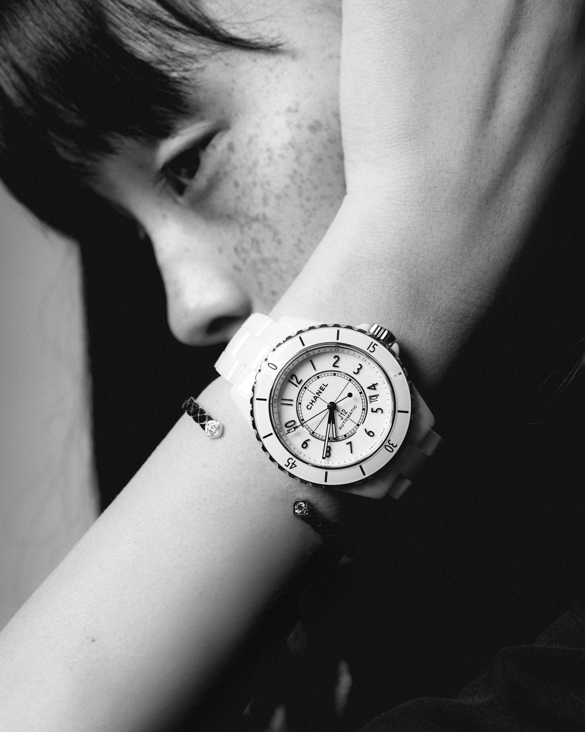 時計 (J12) ¥632,500 *6月5日発売、ブレスレット¥584,000 、共に CHANEL (シャネル)