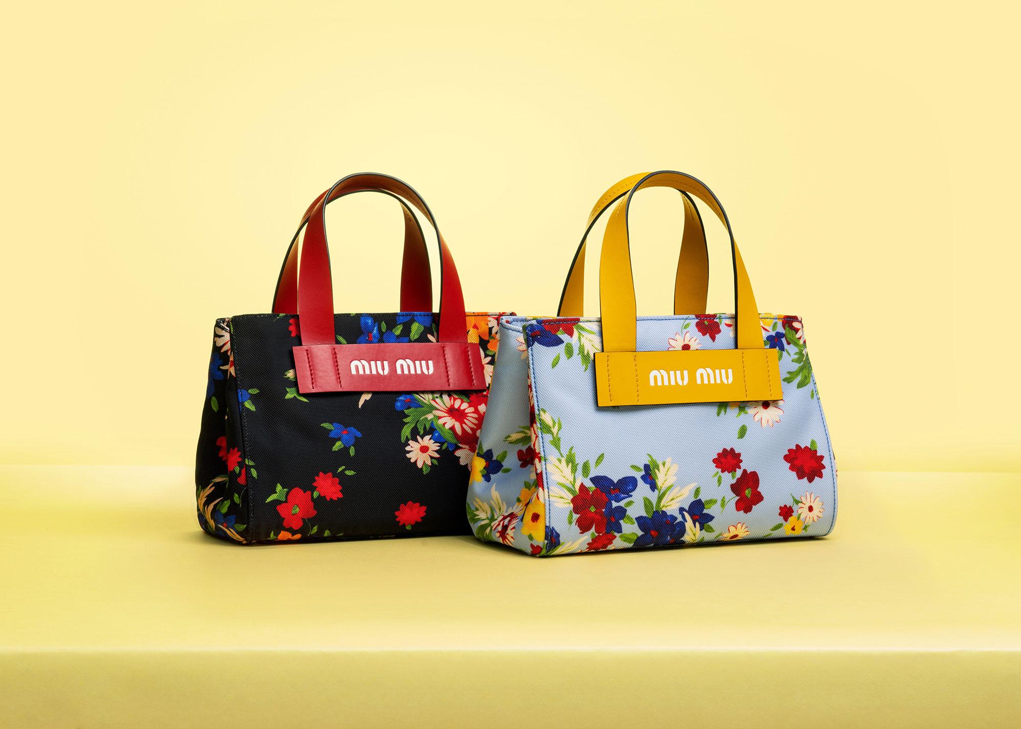 日本限定ハンドバッグ / フラワーブーケ ¥94,000 | ©︎ MIU MIU
