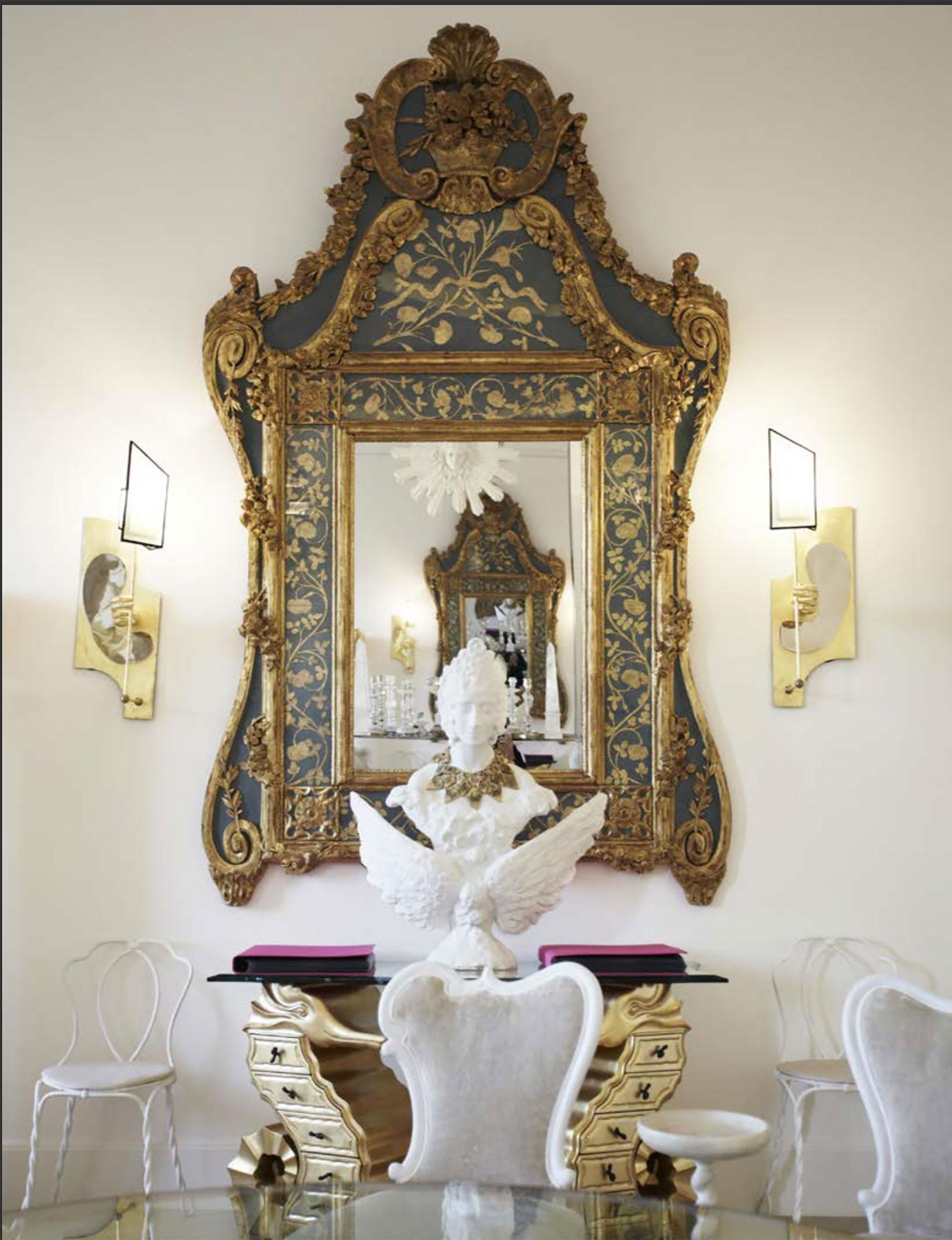 リゾーリ社より発行された『Vincent Darre: Surreal Interiors of Paris』より、ヴァンサン・ダレが手がけたスキャパレリのサロン内装