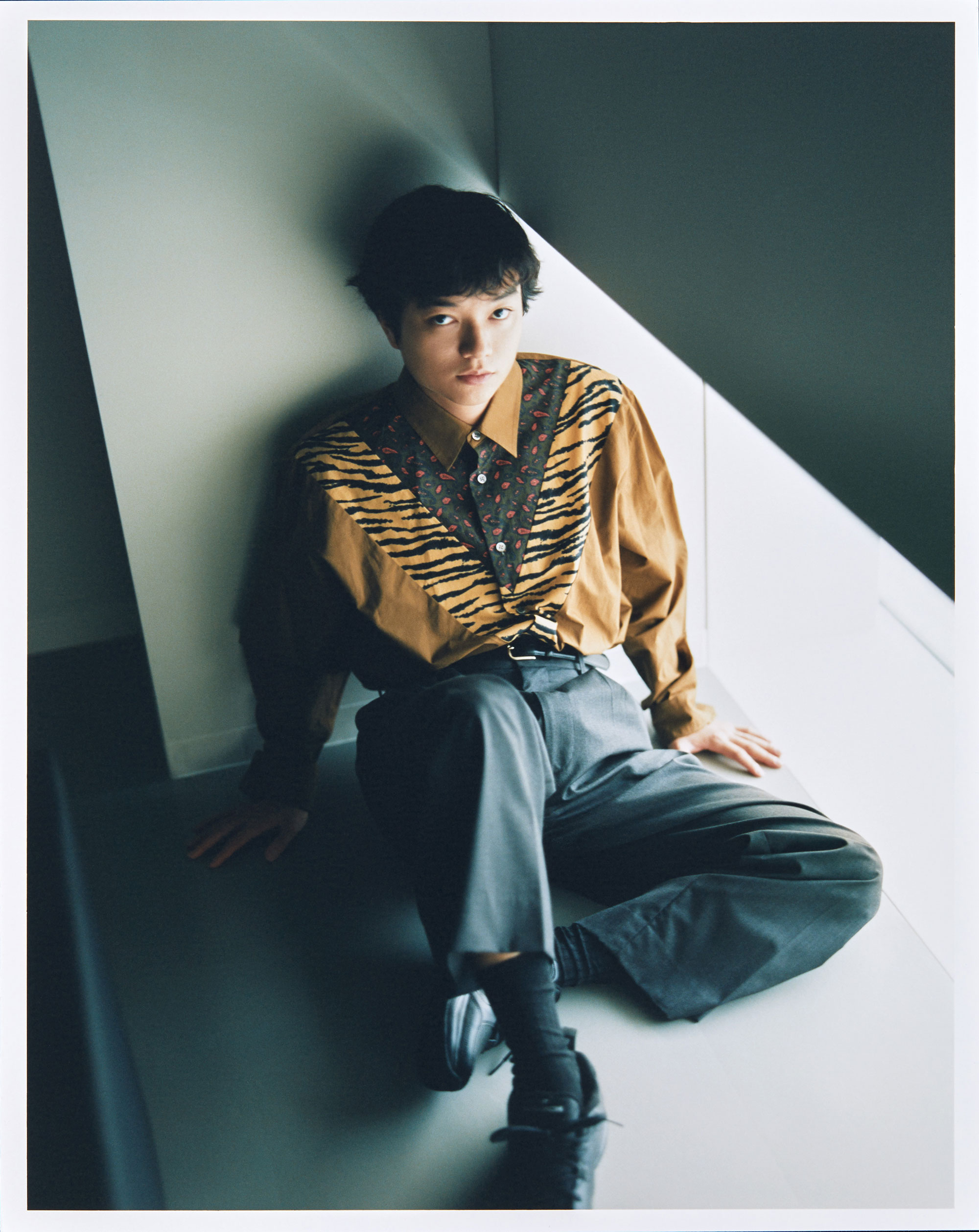 シャツ ¥36,000、TOGA VIRILIS | Photo by Hiroki Watanabe