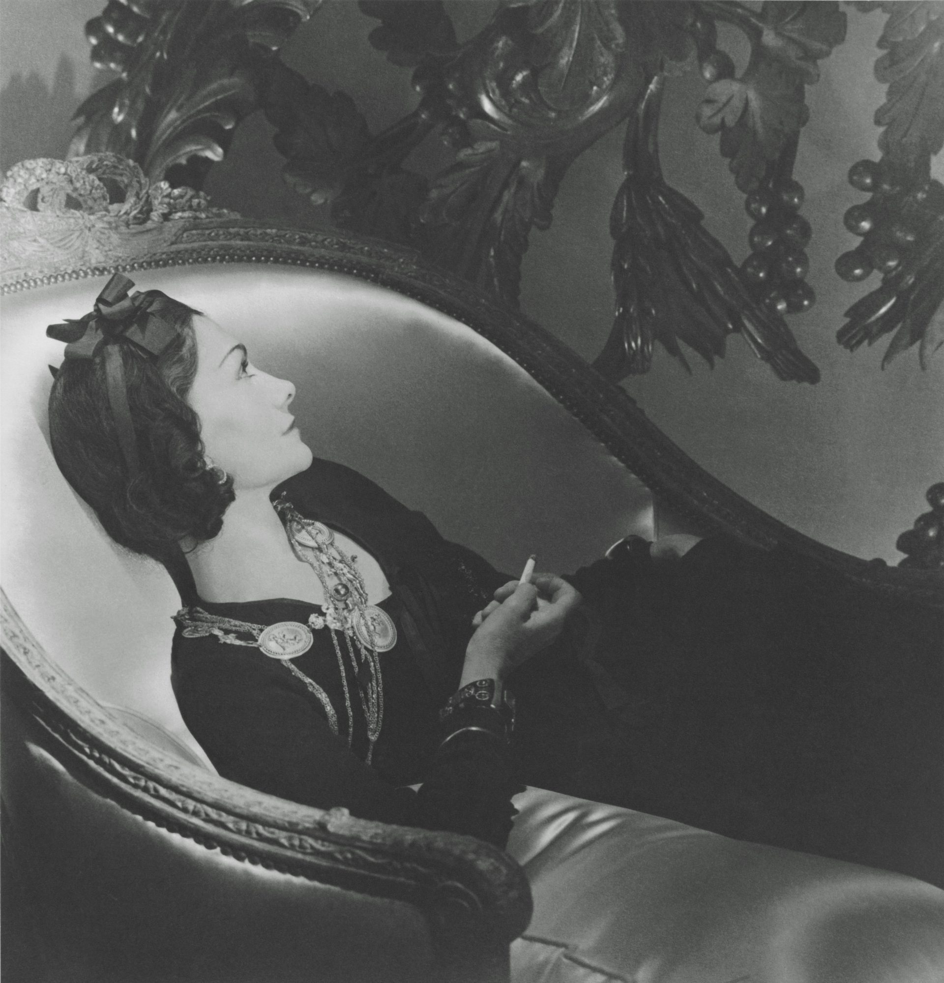 ホルスト・P・ホルストによるマドモアゼル シャネルのポートレート (1937年) © Condé Nast / Corbis